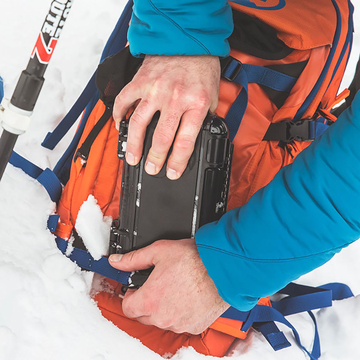 AIRMKT eCom PN XXXXXX Otter Box 170131_DryBox_CameronPass_033 WEB
