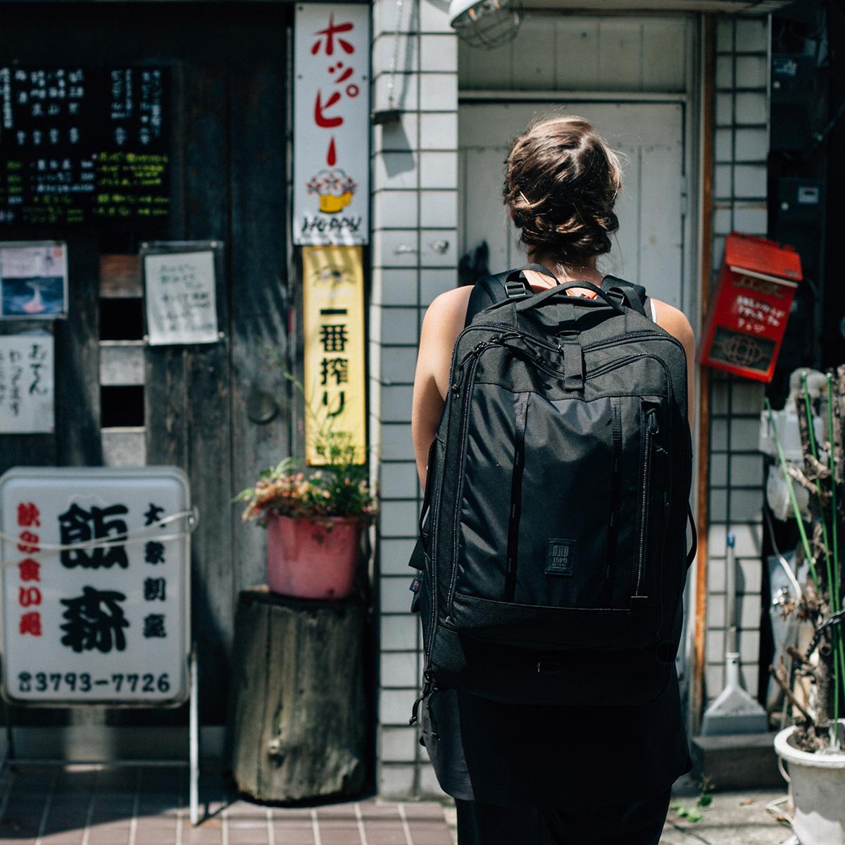 AIRMKT eCom topo black travel 30L bag lifestyle on girl WEB