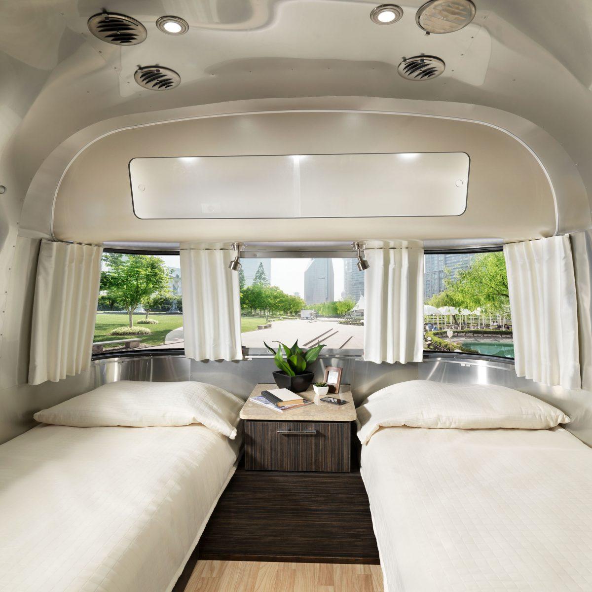 2018 28 Twin International Signature Interior Ebony Oyster _ Bedroom 2(WEB)