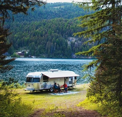 International-Serenity-Travel-Trailers-2018-camping-by-the-lake (2)