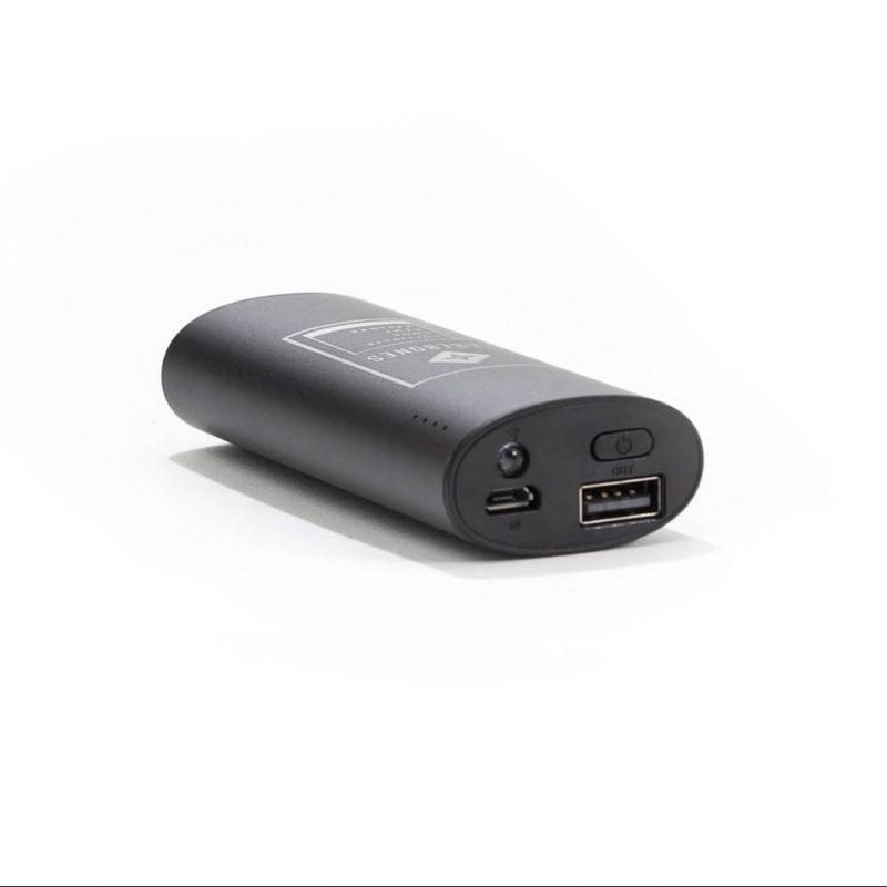 LIV-300_PortableCharger_OnWhite07