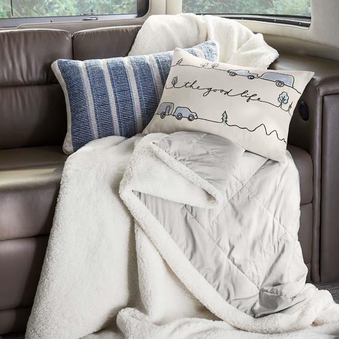 S21sp57_Pillows_V2_15186X_MOCKUP (1)
